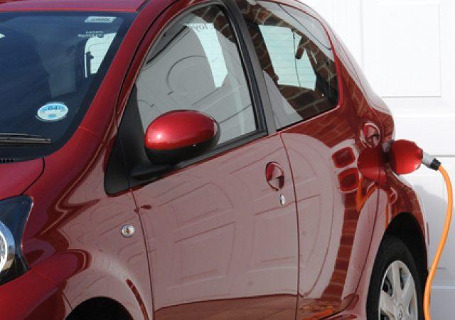 ¿Qué significan las siglas de cada vehículo eléctrico?