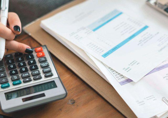 Ahorrar en tus facturas de luz y gas ¡en tres sencillos pasos!